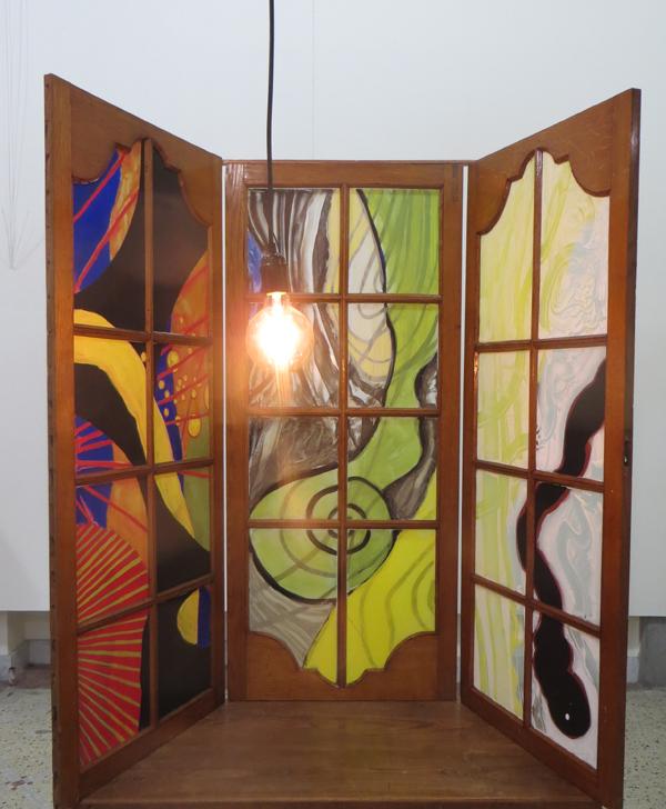 Uitzicht, 2018, 100x50x35 cm, silicaatverf op glas, hout - Binnenkant met lamp