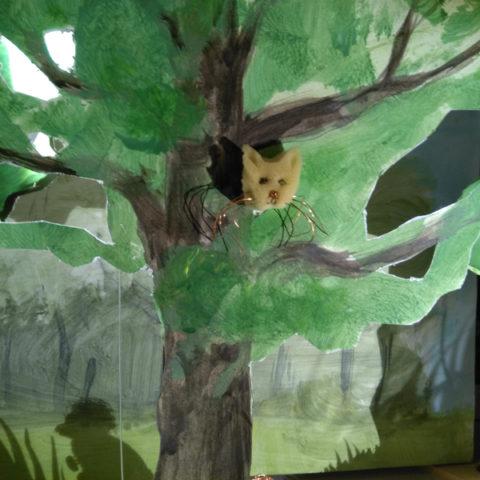 De kat in de boom, gevlucht voor de wolf